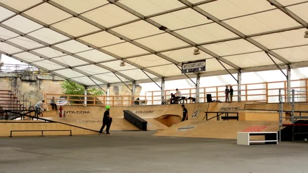 Skatepark - young people - skating, scooters and bikes (bmx)