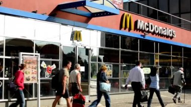 McDonald building (exterior) - people walk — Stock Video