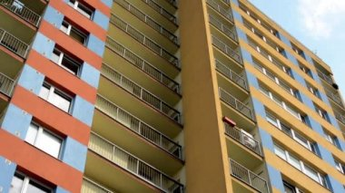 Modern building (apartments - flats) - balcony - windows - blue sky — Stock Video