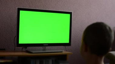 Child (young boy) watches television - green screen — Stock Video
