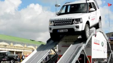 Driver tests car (hill) - Land Rover — Stock Video