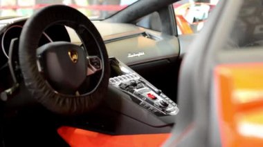 Dashboard and wheel, gear(shift) lever - logo - Lamborghini Aventador (interior) — Stock Video