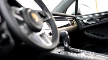 Dashboard, wheel,shift(gear) lever and detail of logo - Porsche SUV Macan Turbo — Stock Video