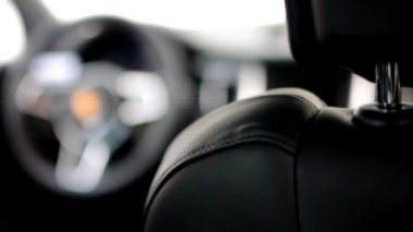 Dashboard, wheel and detail of logo - seat - Porsche SUV Macan Turbo (interior) — Stock Video