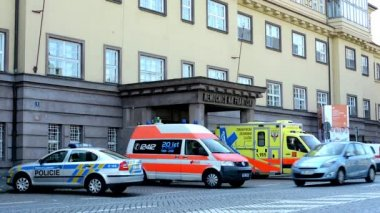 Safety and rescue service (police and ambulance service) - parked cars - main building - passing cars - urban street in the city — ストックビデオ