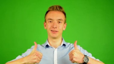 Man - green screen - portrait - man agrees (shows thumbs up for approval) — Stockvideo