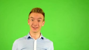 Man - green screen - portrait - man welcomes people - man invites people with hands — Vídeo Stock