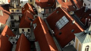 City (Prague) - urban buildings - roofs of buildings - sunny - closeup (detail) — Stockvideo