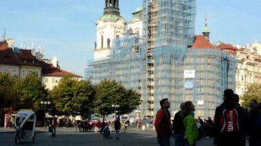 Reconstruction of historic buildings (religious building - church) - square with people — Stok video