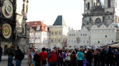 Old Town Square with Astronomical Clock - people - urban buildings (city) — Stockvideo