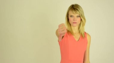 Woman showing thumbs on disagreement - studio — Stok video