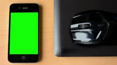 Smartphone - green screen - notebook with mouse — Vidéo