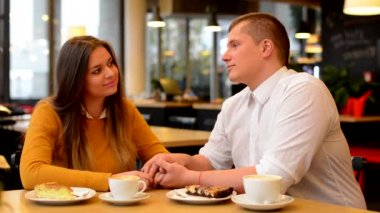 Happy couple talk in cafe - couple holding hands - coffee and cake — Video Stock
