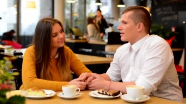 Happy couple in love kiss in cafe - couple holding hands - coffee and cake — Video Stock