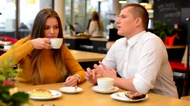 Happy couple (man and woman) drink coffee in cafe — Stock Video