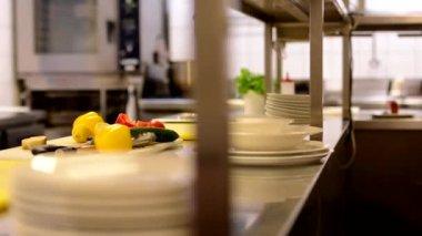 Empty kitchen in restaurant — Vídeo de Stock