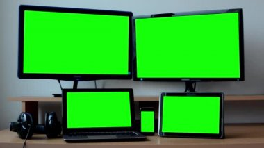 All devices (PC, computer, notebook, laptop, tablet, smartphone) - green screen — Stock Video
