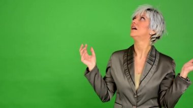 Business middle aged woman surprised - green screen - studio — ストックビデオ