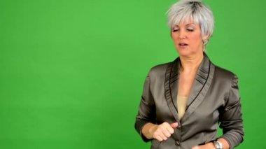 Business middle aged woman speaks (talking) - green screen - studio — Stock Video