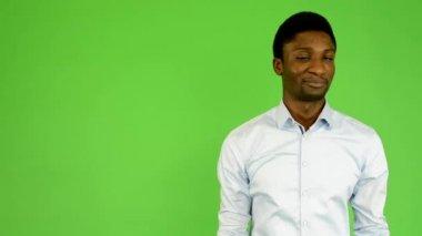 Young handsome black man disagrees - green screen - studio — Stock Video