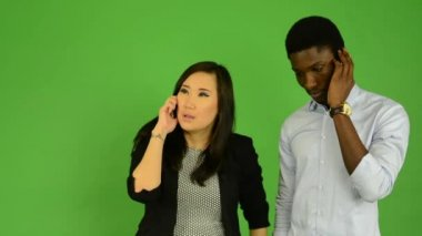 Happy couple phone - black man and asian woman - green screen studio — Video Stock