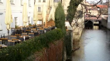 Restaurant in the city - outdoor seating - river and nature — Stock Video