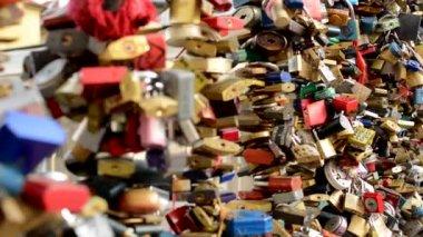 Locks on the bridge (Prague) — Stock Video