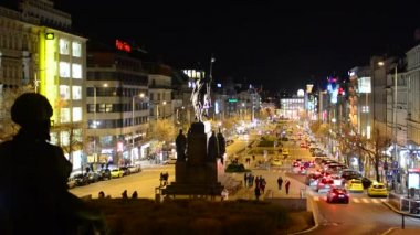 Night Wenceslas Square with people and passing cars - buildings and lights — Stock Video
