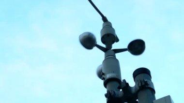 Wind speed indicator - blue sky — Video Stock