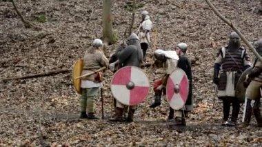 Medieval battle - war - soldiers wait — Stockvideo