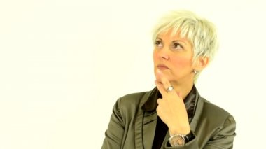 Business middle aged woman thinking - white background - studio — Stock Video