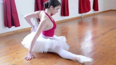 Young ballerina preparing for dance - warm up — Stock Video