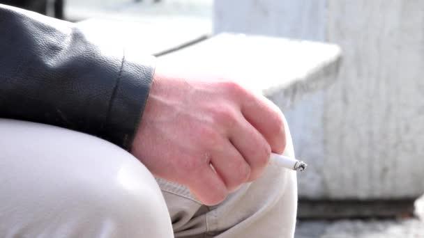 Man smokes a cigarette on the street - closeup — Vídeo de stock