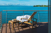 Radiant summer morning on the lake neuchatel — Fotografia Stock