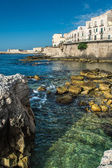 View of Syracuse, Ortiggia, Sicily, Italy, houses facing the sea — Stock Photo