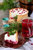 Piece of white cheesecake with cranberries — Stockfoto