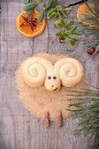 homemade cookies in the shape of a lamb for Christmas — Zdjęcie stockowe