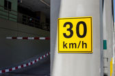 Speed limit 30kmh traffic sign on yellow on building — Stock Photo