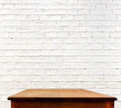 Brick wall and wooden table — Стоковое фото