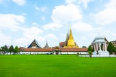 Vista panoramica di grande palazzo reale, — Foto Stock