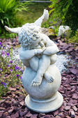 Sculpture of an angel with wings in the garden — Foto Stock