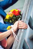 新娘花束和结婚戒指 — 图库照片