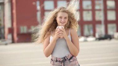 Flirty smile. — Stock Video