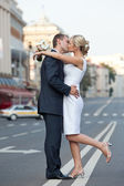 Couple in a kiss on the road. Wedding theme. — Stock Photo
