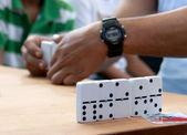 Domino spielen — Stockfoto