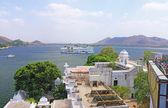 Hotel on lake udaipur india — Stock Photo