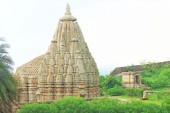 Temple in massive Chittorgarh Fort and grounds rajasthan india — Stock Photo