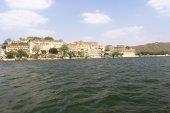 City palace and lake udaipur rajasthan india — Stock Photo