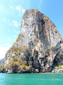 Rock formations and islands around krabi Thailand — Stockfoto
