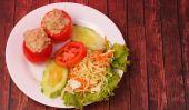 Tuna in tomatoe salad — Stock Photo